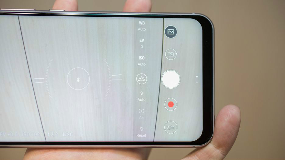 华硕ZenFone 5图赏:这位兄弟,我好像见过你 !
