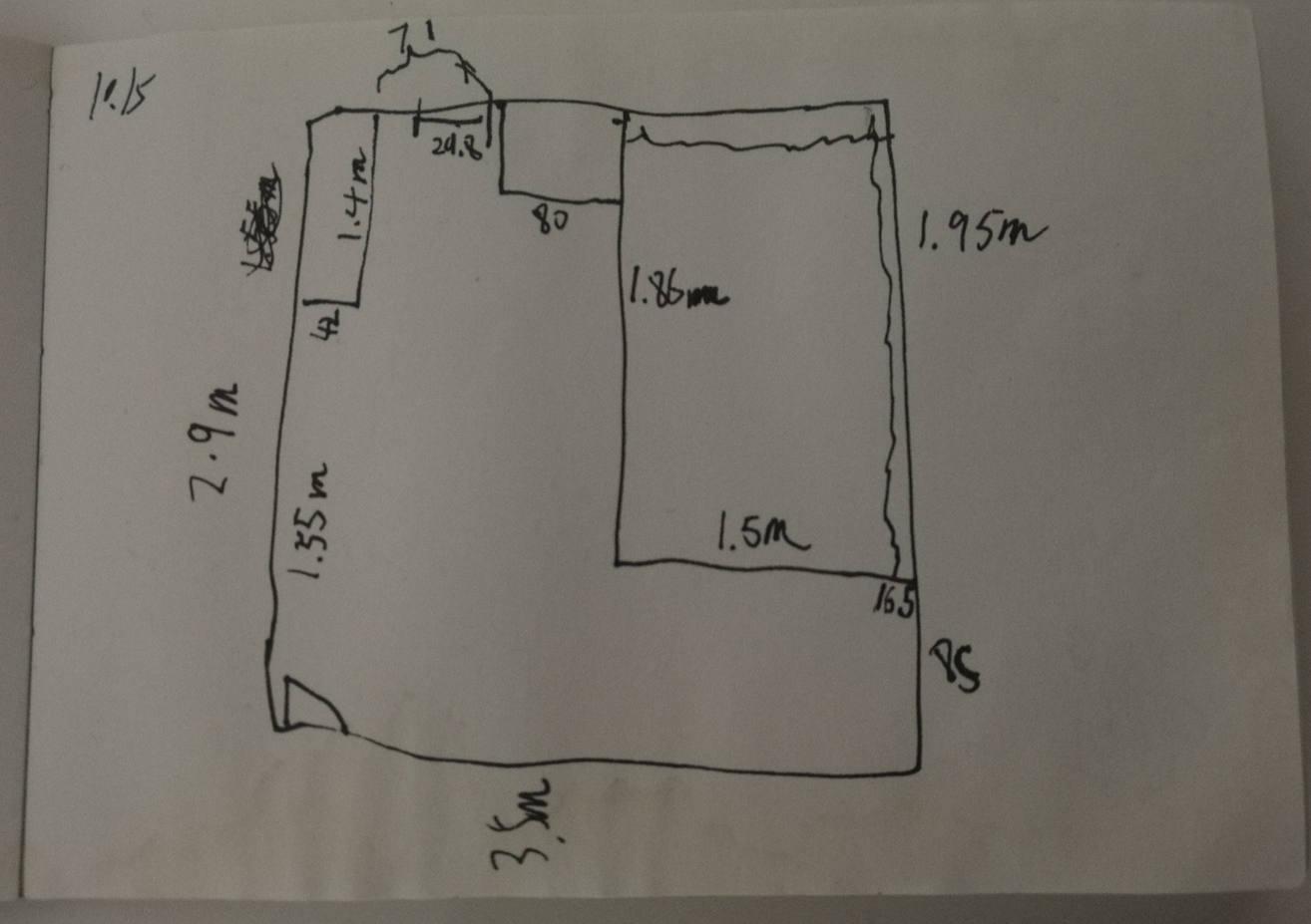 图3-3 乙房平面图,上面三个方块从左至右分半是衣柜、桌、床
