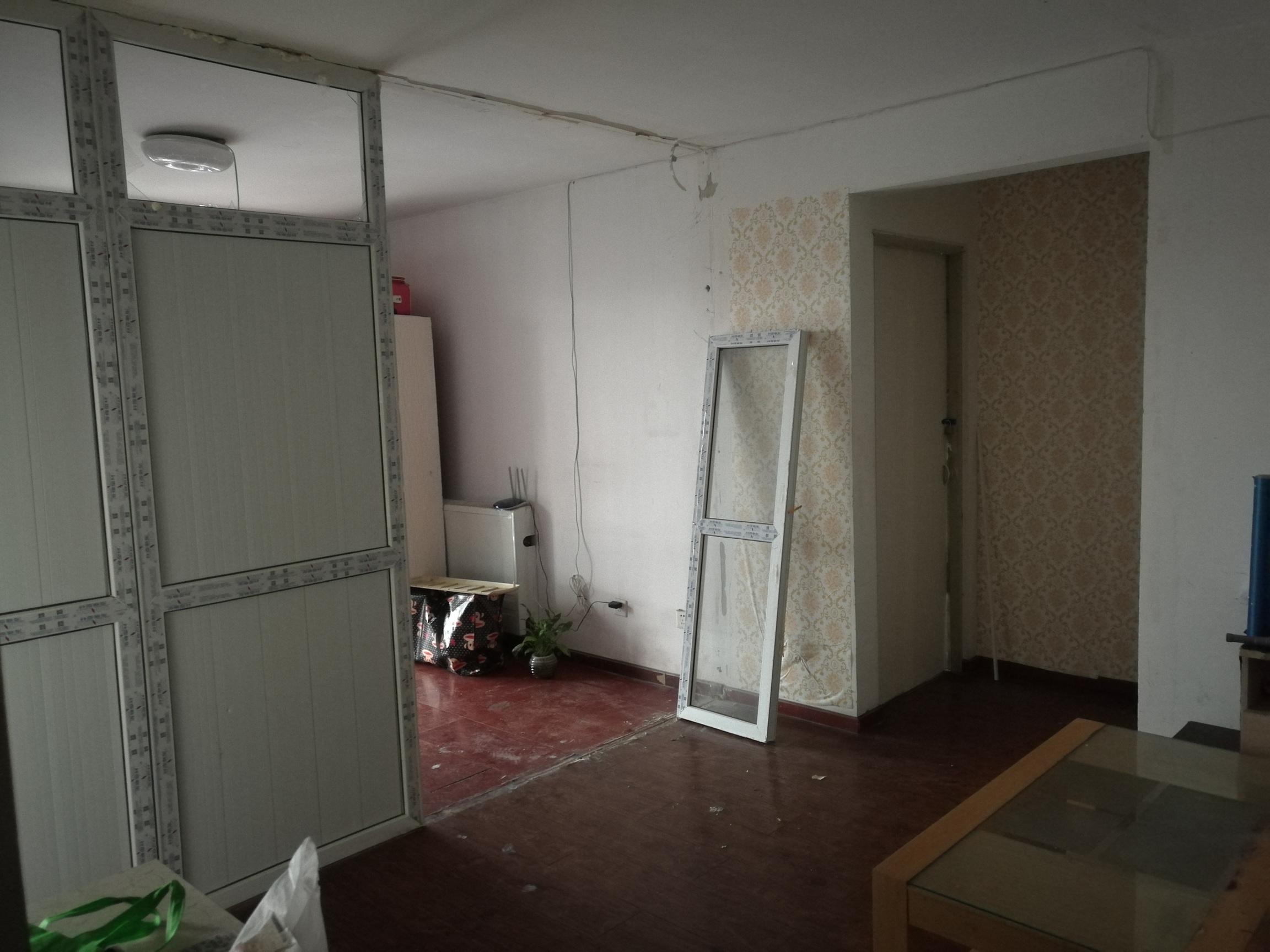 图4-16 客厅里的隔断疑似物
