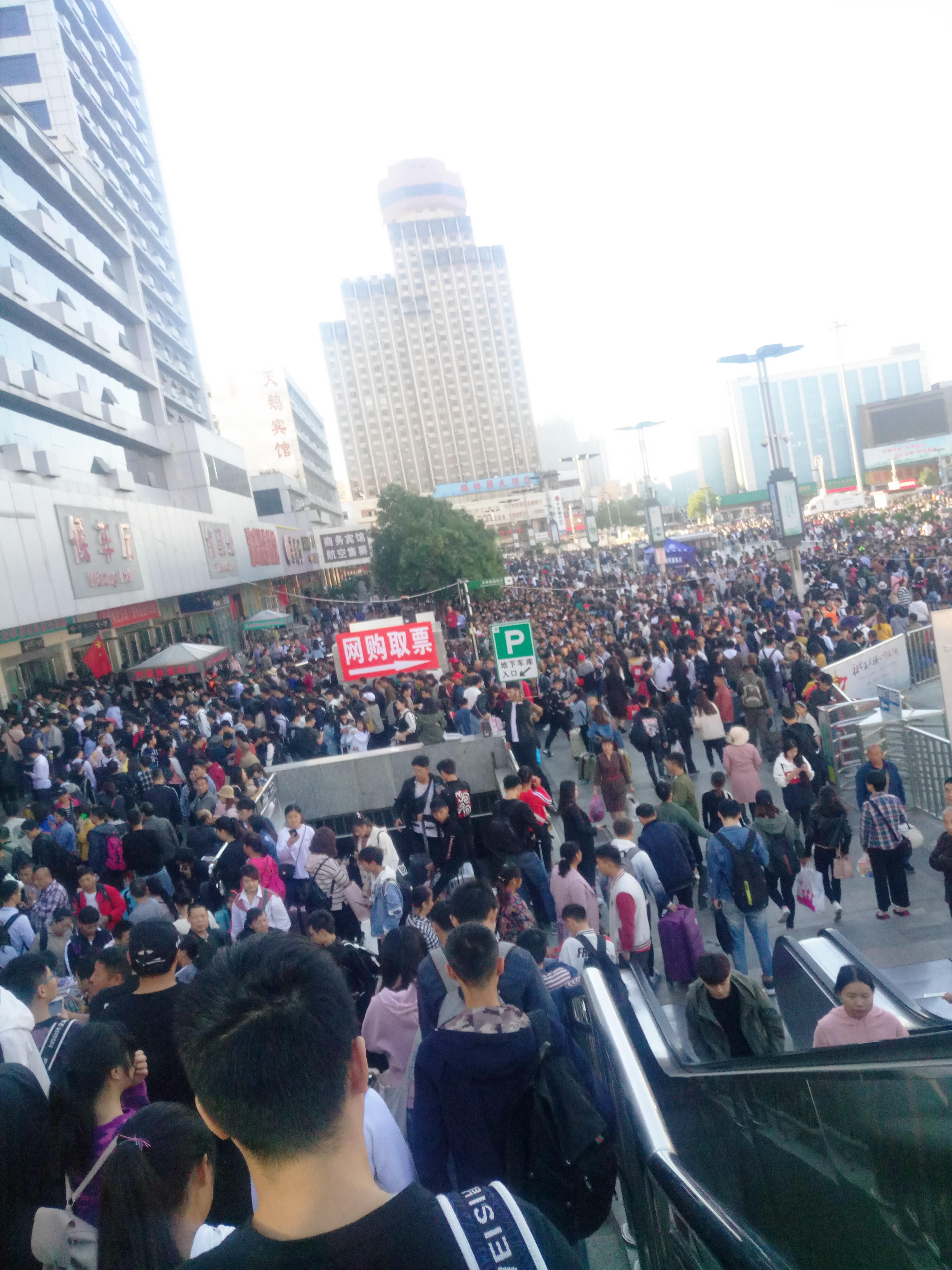 国庆郑州火车站·