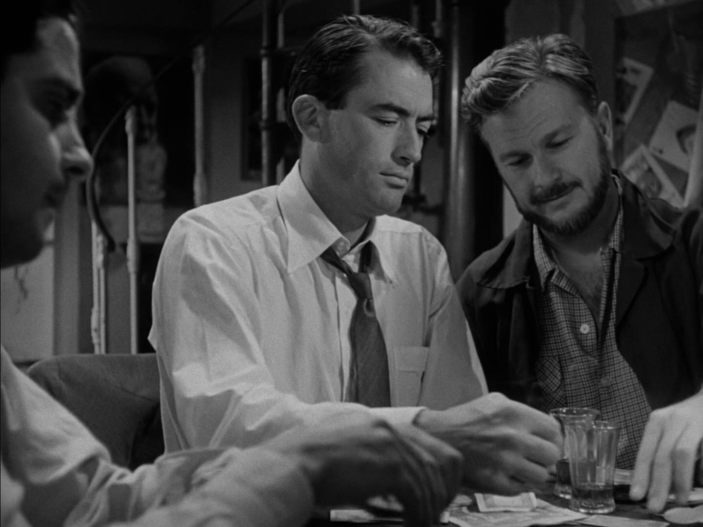 电影中的男主人公正在打牌🃏️
