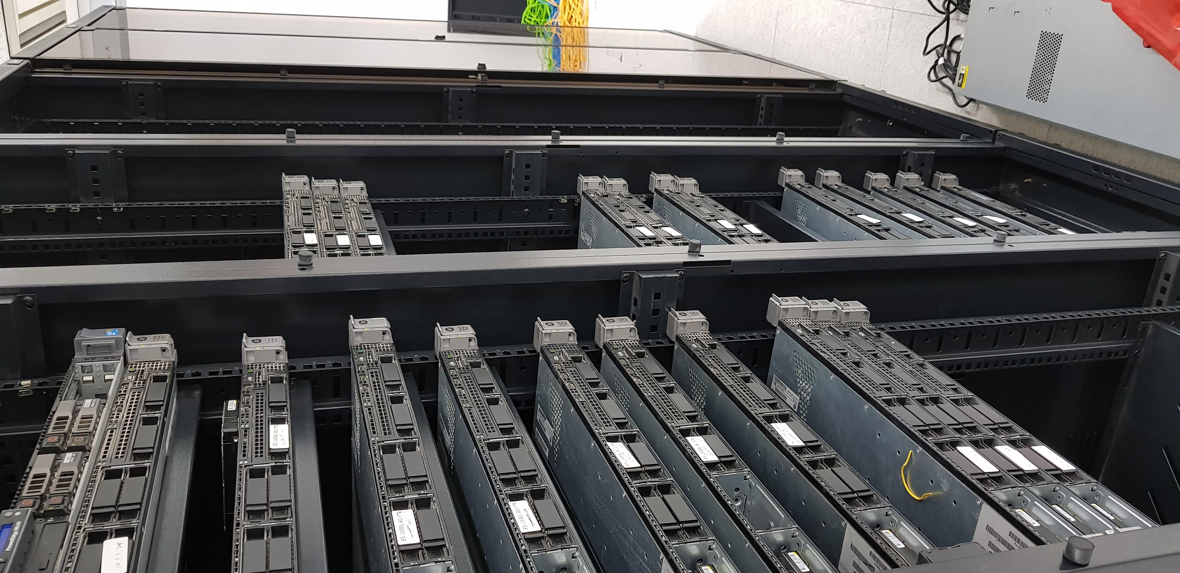 韩国高配低价服务器 32核 32G 100M带宽 400元/月 可以防御300G攻击 运营商 moack 蘑菇