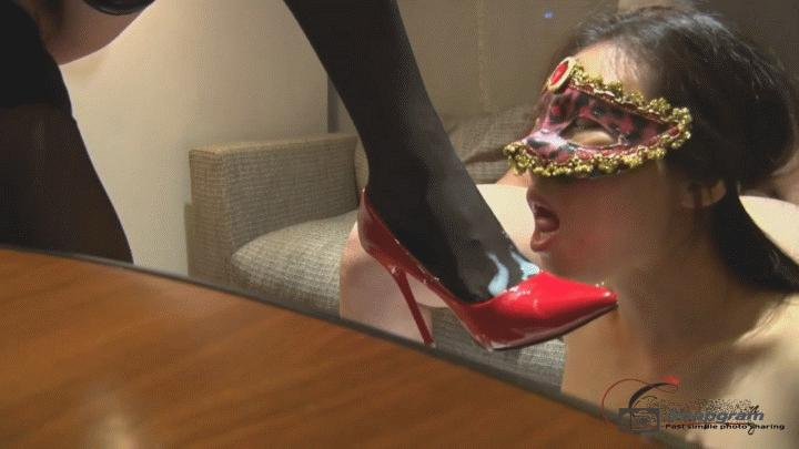 广州富姐伊轩系列2,高跟鞋绑个假JB,射到高跟鞋上舔干净[217MB]