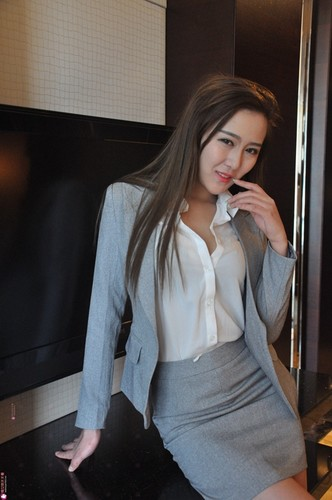外围模特兼职女秘书白皙美乳制服诱惑私拍[248MB]