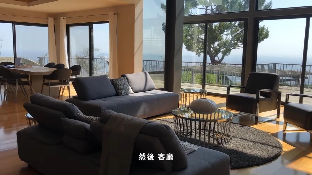 #娱讯#邓紫棋晒洛杉矶豪宅,巨型游泳池还有私人影院