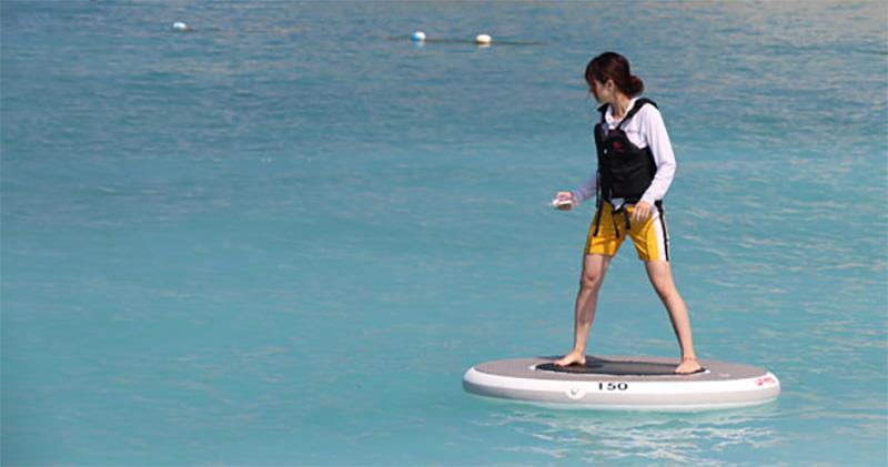 #快讯#日本一 公司开发水上平衡板Wheeebo ,在水上自由飞翔