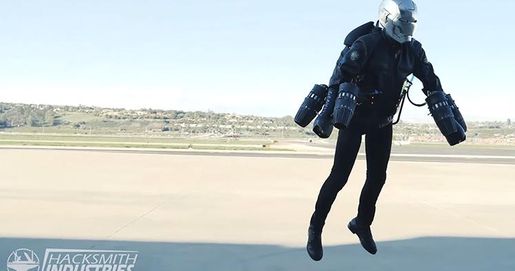 #快讯#国外神人改造钢铁侠头盔,加上视讯镜头完成度超高
