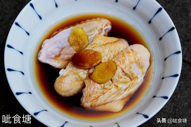 这碗鸡翅面酸甜美味,做法简单,给孩子做早饭正合适,值得您收藏