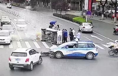 【热点】车祸现场,的哥救出4人为何反被骂?