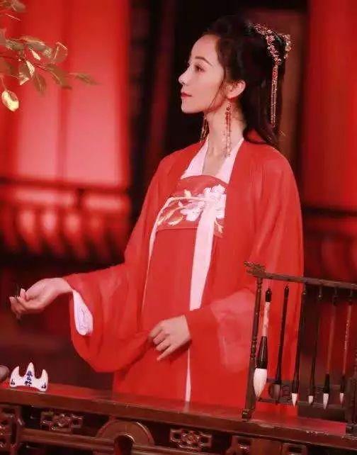 红衣鞠婧祎《红昭愿》一身红衣执扇而舞,真的太美了