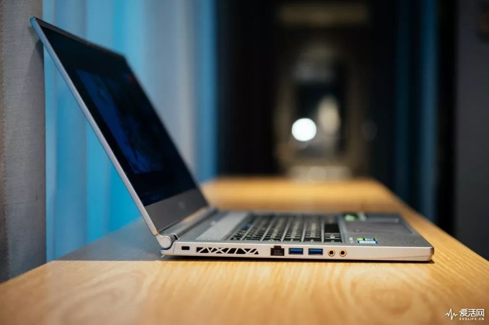 自从用上NVIDIARTXStudio笔记本我终于看起来像个专业的创作者了