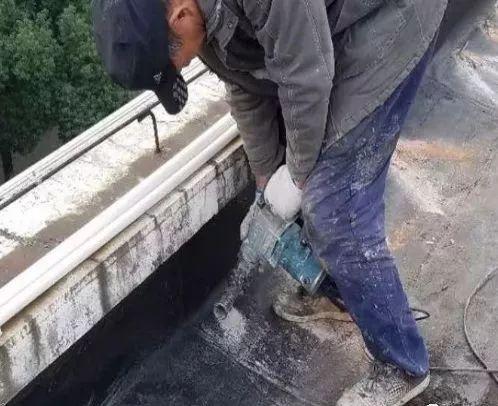 近期雨水逐渐增多,建筑屋面质量如何提高?质量通病如何防治?