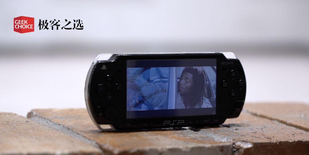 随时随地玩战神、怪猎,12年前索尼靠PSP2000硬刚任天堂|极客博物馆
