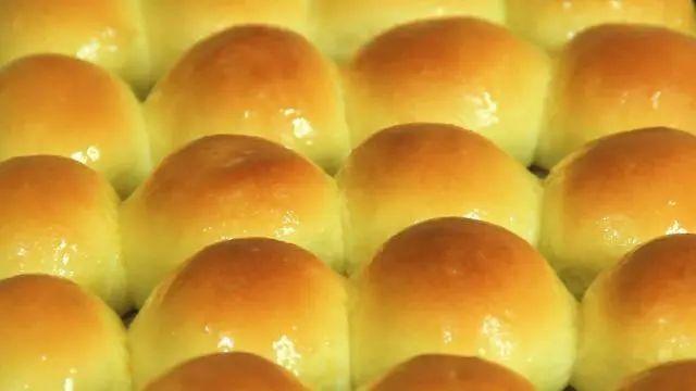 想吃面包不用出去买,教你在家做,健康卫生,成品柔软又香甜