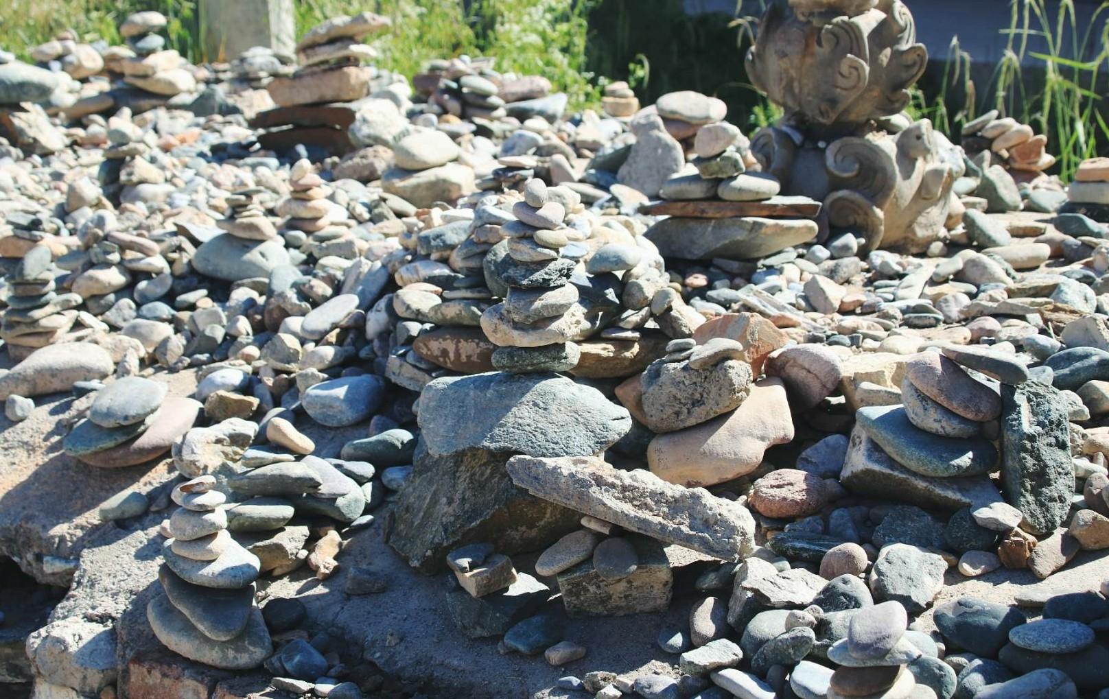 阿柔寺的石头.jpg