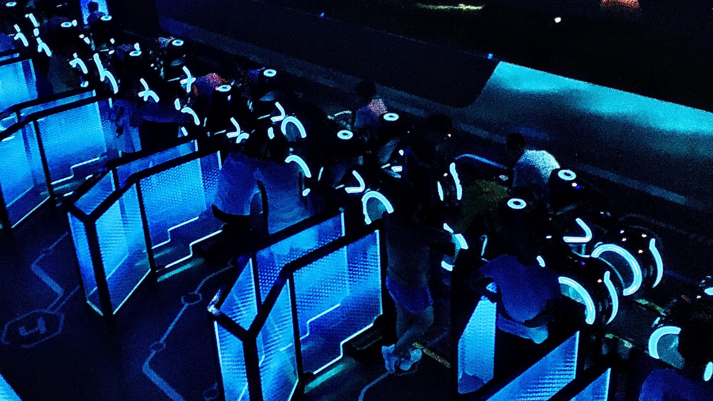 排队的时候很有科幻感