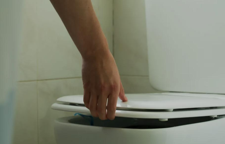 公共廁所的馬桶有多髒?答案可能出乎你意料